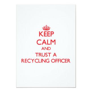 Guarde la calma y confíe en a un oficial de comunicados