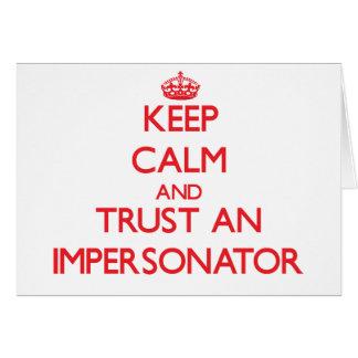 Guarde la calma y confíe en a un personificador tarjeta de felicitación