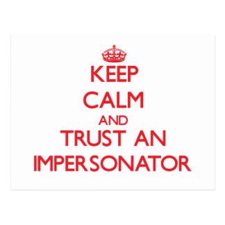 Guarde la calma y confíe en a un personificador postal