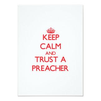 Guarde la calma y confíe en a un predicador invitación 12,7 x 17,8 cm