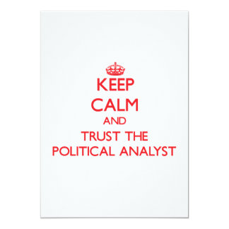 Guarde la calma y confíe en al analista político invitación 12,7 x 17,8 cm