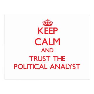 Guarde la calma y confíe en al analista político tarjetas postales