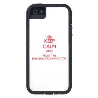 Guarde la calma y confíe en al doctor de la sala iPhone 5 Case-Mate carcasas
