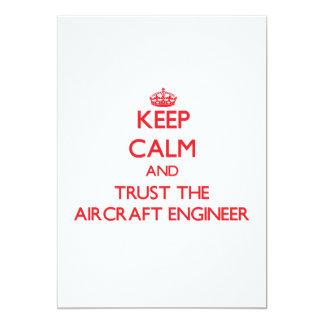 Guarde la calma y confíe en al ingeniero de los invitación 12,7 x 17,8 cm