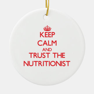 Guarde la calma y confíe en al nutricionista adorno navideño redondo de cerámica