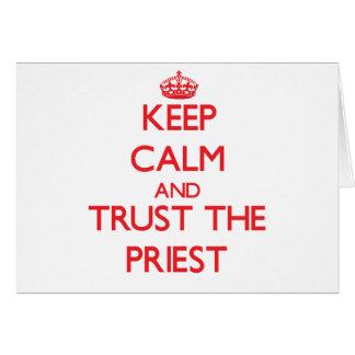 Guarde la calma y confíe en al sacerdote tarjetas