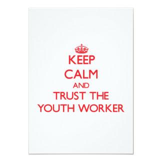 Guarde la calma y confíe en al trabajador de la invitación 12,7 x 17,8 cm