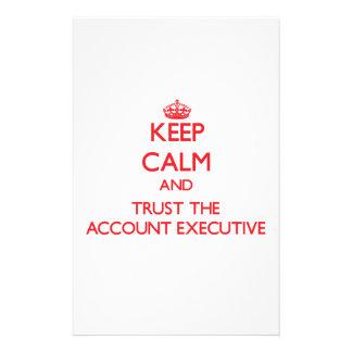 Guarde la calma y confíe en el ejecutivo de cuenta  papeleria de diseño