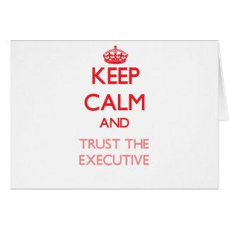 Guarde la calma y confíe en el ejecutivo felicitacion