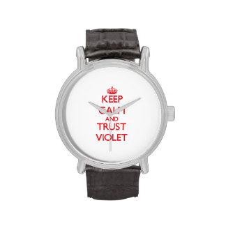 Guarde la calma y CONFÍE EN la violeta Reloj