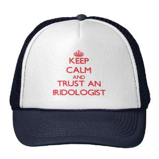 Guarde la calma y confíe en un Iridologist Gorras