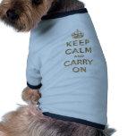 Guarde la calma y continúe camisetas de perrito