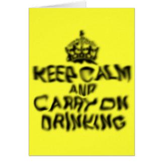 Guarde la calma y continúe el beber tarjeta