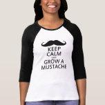 Guarde la calma y crezca un bigote camisetas