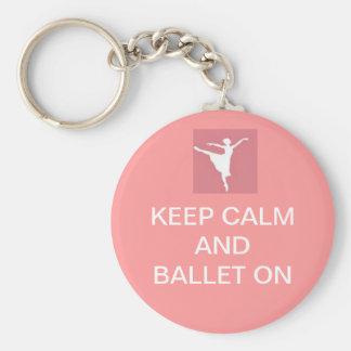 Guarde la calma y el ballet encendido llavero redondo tipo chapa