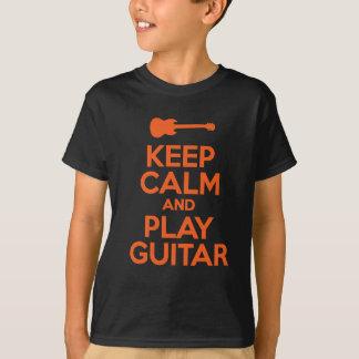 Guarde la calma y el diseño fresco de la guitarra camiseta