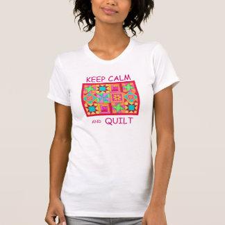 Guarde la calma y el edredón de remiendo multi del camisetas