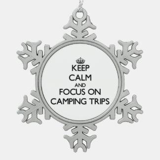 Guarde la calma y el foco en acampadas adorno