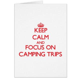 Guarde la calma y el foco en acampadas tarjeta de felicitación