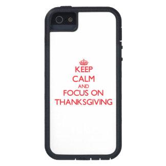 Guarde la calma y el foco en acción de gracias iPhone 5 Case-Mate cobertura
