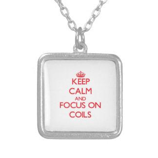Guarde la calma y el foco en bobinas colgantes personalizados