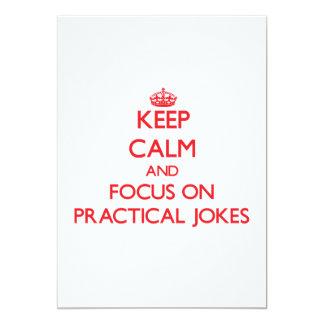 Guarde la calma y el foco en bromas invitación