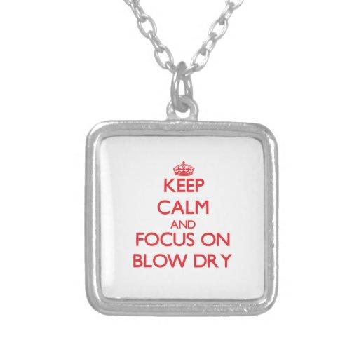 Guarde la calma y el foco en brushing joyería