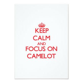 Guarde la calma y el foco en Camelot Invitación 12,7 X 17,8 Cm