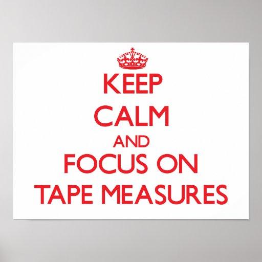 Guarde la calma y el foco en cintas métricas posters