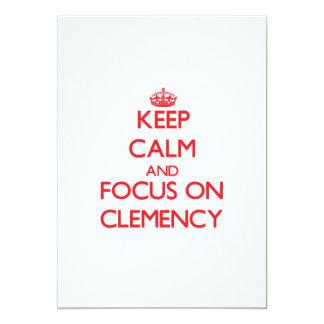 Guarde la calma y el foco en clemencia invitación 12,7 x 17,8 cm
