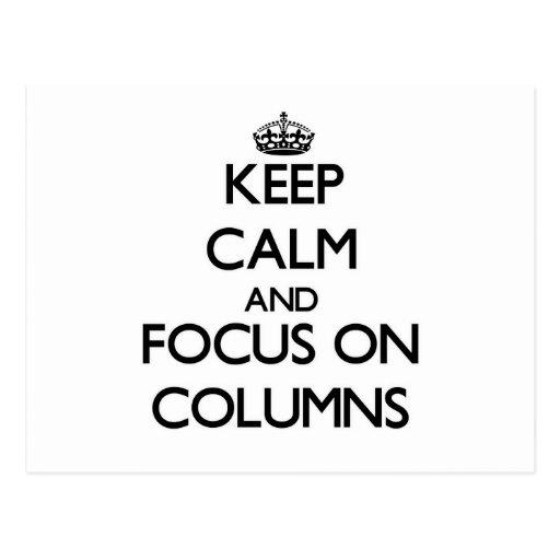 Guarde la calma y el foco en columnas postales