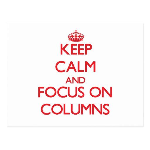 Guarde la calma y el foco en columnas postal