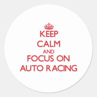 Guarde la calma y el foco en competir con auto etiqueta redonda