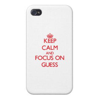 Guarde la calma y el foco en conjetura iPhone 4 protectores