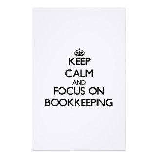 Guarde la calma y el foco en contabilidad papeleria de diseño