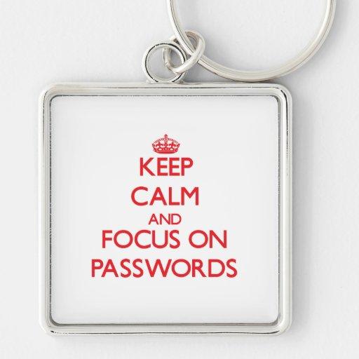 Guarde la calma y el foco en contraseñas llaveros personalizados