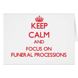 Guarde la calma y el foco en cortejos fúnebres tarjetas