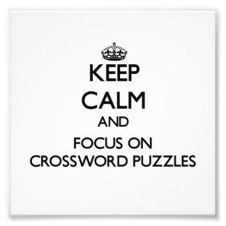 Guarde la calma y el foco en crucigramas fotos