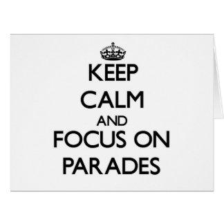 Guarde la calma y el foco en desfiles tarjeta de felicitación grande