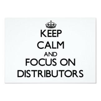 Guarde la calma y el foco en distribuidores invitación 12,7 x 17,8 cm