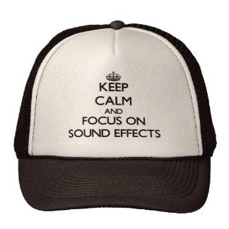 Guarde la calma y el foco en efectos sonoros gorras de camionero