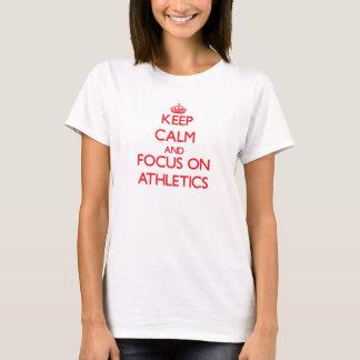 Guarde la calma y el foco en el ATLETISMO Camiseta
