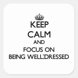 Guarde la calma y el foco en el Bien-Vestido Calcomania Cuadradas Personalizada