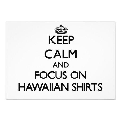 Guarde la calma y el foco en el camisetas hawaiano comunicados personales