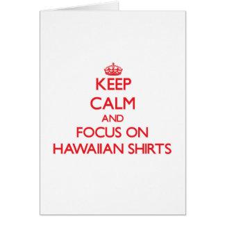 Guarde la calma y el foco en el camisetas hawaiano tarjeta de felicitación