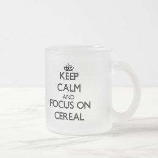 Guarde la calma y el foco en el cereal tazas de café