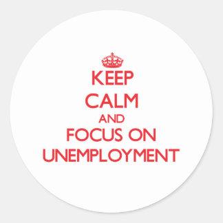 Guarde la calma y el foco en el desempleo pegatina redonda