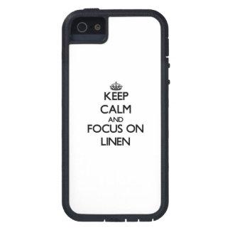 Guarde la calma y el foco en el lino iPhone 5 protectores