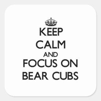Guarde la calma y el foco en el oso Cubs Pegatina Cuadrada