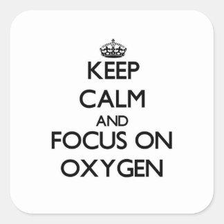 Guarde la calma y el foco en el oxígeno calcomanía cuadrada personalizada